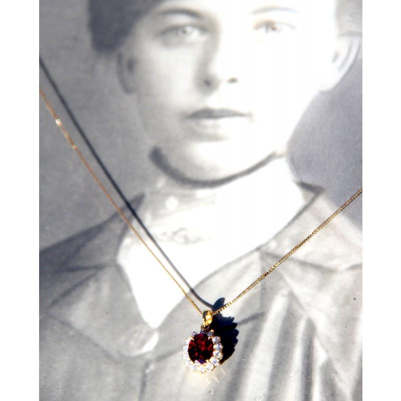 Vergoldete Sterling Silber Kette mit Anhänger in rot frontal