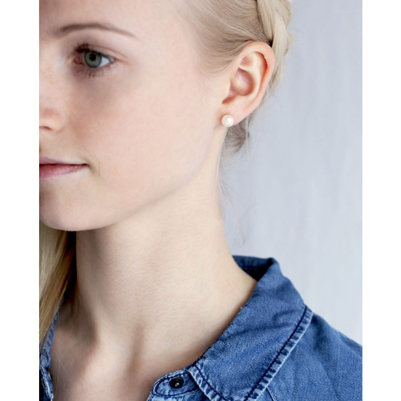 Perlen Ohrstecker Valentina am Model