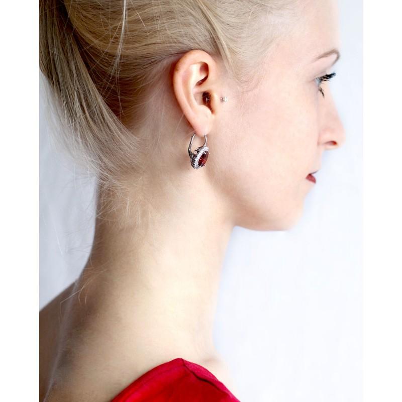 Sterling Silber Ohrring rot Sissi von der Seite am Model